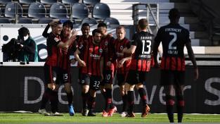 """Frankfurte apspēlē """"Bayern"""", Holanam <i>supergols</i> pārliecinošā uzvarā"""