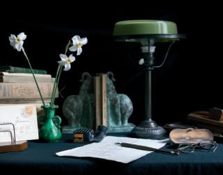 """Izdota grāmata """"Sajūtu restaurācija"""" par A. Čaka un viņa ģimenes ikdienu"""