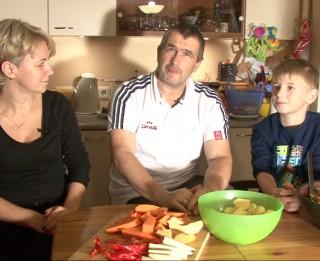 Video: Mans labākais palīgs virtuvē. Gatavojam kopā ar Kokaiņu ģimeni