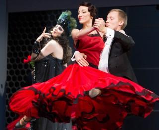 Jau šonedēļ notiks krāšņa modernās operetes <i>Balle Savojā</i> pirmizrāde (+VIDEO)