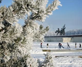 Rīgā sāks darboties dabīgā ledus slidotavas un distanču slēpošanas trases