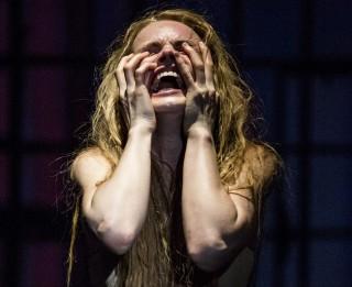 """Dailes teātrī iestudēta futūristiska fikcija """"Purva bērni"""""""