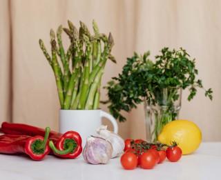 Vitamīnu krāsu špikerītis. Vitamīni no dabas, ko viegli iespējams uzņemt vasarā