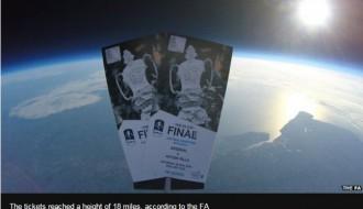 Foto: Paskaties gaisā, varbūt tur ir biļetes uz FA kausa finālmaču