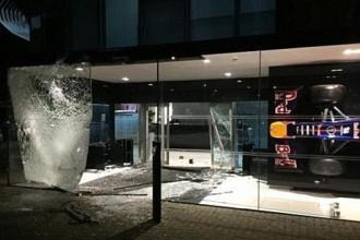 """Policija atgūst daļu no nozagtajiem """"Red Bull"""" kausiem"""