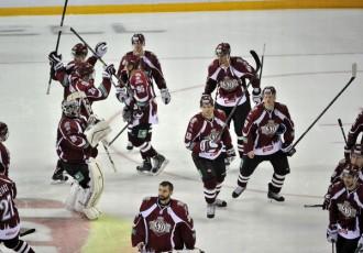 Foto: ''Dinamo''  bullīšos uzvar ''Avangard''