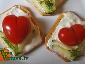 Fotopamācība: Kā no tomātiem izveidot skaistas sirsniņas