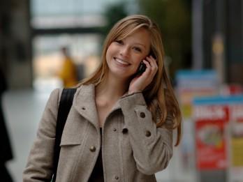 Kā svētku laikā pa telefonu runāt daudz un lēti