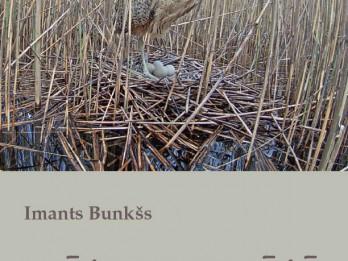 """Klajā nākusi otrā grāmata bērniem par putnu vērošanu """"Māja niedrājā"""""""
