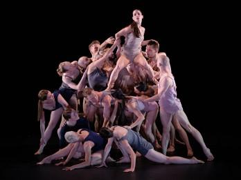 Ar 45. sezonas jubilejas izrādi Cēsis viesosies Polijas dejas teātris