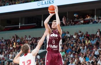 """Pieci NBA spēlētāji, """"tiki-taka"""" un pilna arēna: Latvija pret Lietuvu"""