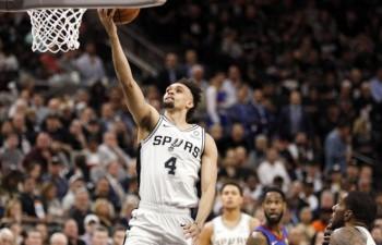 """Vaita karjeras mačs sarūpē """"Spurs"""" uzvaru, Bertāns spēlē maz"""