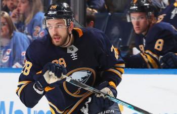 """Ulofsons uzstāda NHL rekordu, Girgensona """"Sabres"""" grauj un kļūst par līgas līderi"""