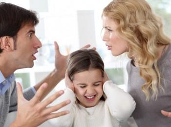 Vecākiem strīdus vajadzētu atrisināt atsevišķā strīdu istabā