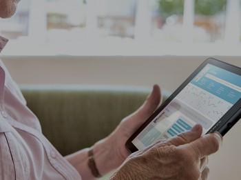 Nezaudē kontaktu ar vecvecākiem: idejas virtuālai saziņai ar senioriem
