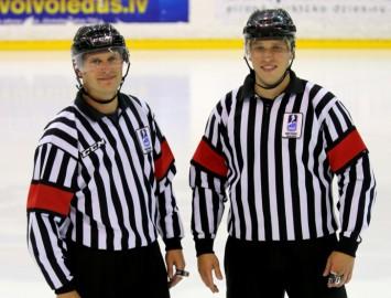Starp KHL  tiesnešiem izslēgšanas spēles arī Odiņš un Ansons