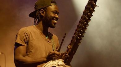 Latvijā viesosies unikāla afrikāņu mūzikas instrumenta KORA virtuozs