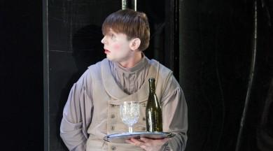 """Liepājas teātrī nodarbinātākais aktieris – Sandis Pēcis, spēlētākā izrāde – """"Precības"""""""