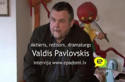 """Video: """"Man liekas, ka tā lelle pasmaida..""""- intervija ar režisoru un dramaturgu Valdi Pavlovski"""