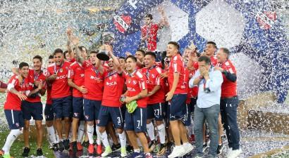 """Buenosairesas """"Independiente"""" otro reizi izcīna Dienvidamerikas kausu"""