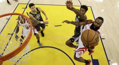 """""""Rockets"""" aptur """"Warriors"""" uzbrukumu un izlīdzina rezultātu sērijā"""