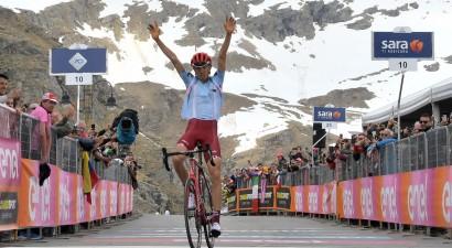 """Neilands iekļūst spēcīgā atrāvienā, krievs uzvar """"Giro d'Italia"""" posmā pēc četru gadu pauzes"""