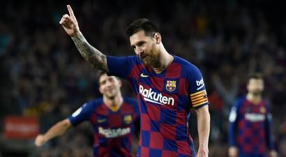 """Mesi pirmie vārti, """"Barca"""" sagrauj """"Sevilla"""" un pabeidz maču deviņu vīru sastāvā"""