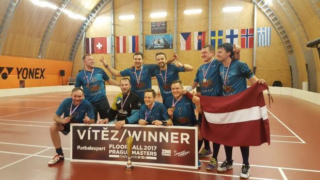 """""""Rīga"""" kļūst par neoficiālo pasaules čempioni florbolā veterāniem"""