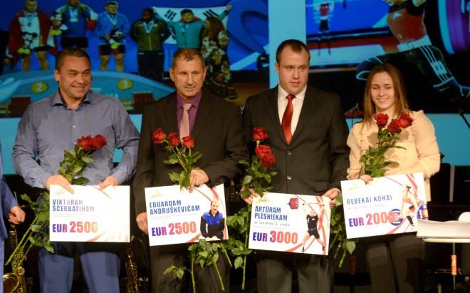 Koha un Suharevs saņem gada atzinības Ventspilī