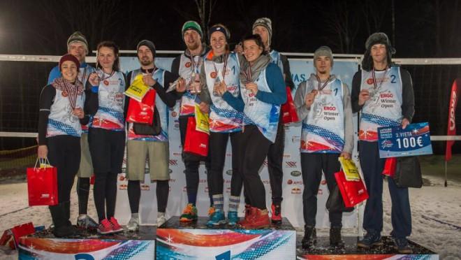 Latvijas pirmajā sniega volejbola čempionātā uzvar Finsters un Solovejs