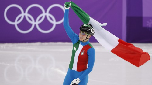 Dāmu šorttrekā uzvar itāliete Fontana, korejieti diskvalificē un atņem sudrabu