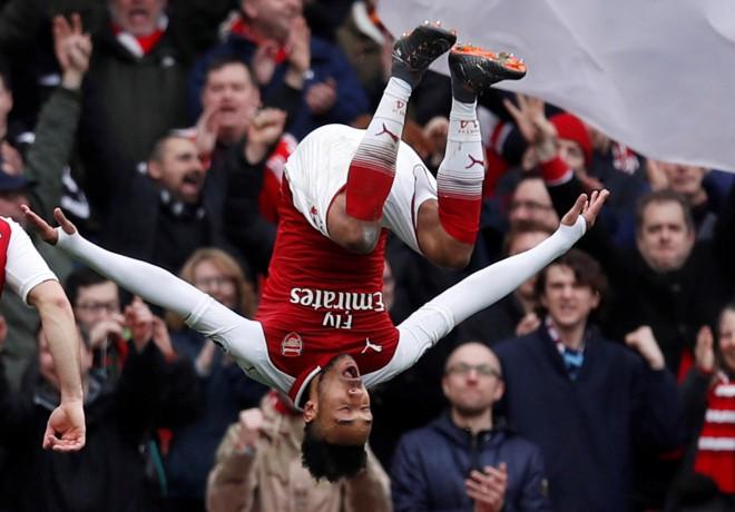 """""""Arsenal"""" un """"Tottenham Hotspur"""" izcīna graujošas uzvaras"""