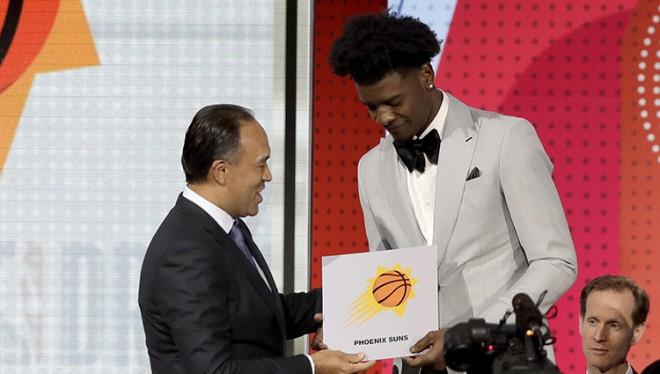 """Loterijas bumbiņas NBA drafta pirmo izvēli piešķir Fīniksas """"Suns"""""""