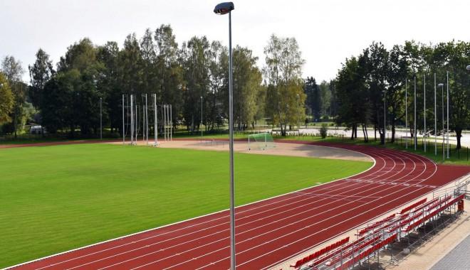 Pēc 1.2 miljonu eiro vērtās pārbūves atklāts Baldones stadions