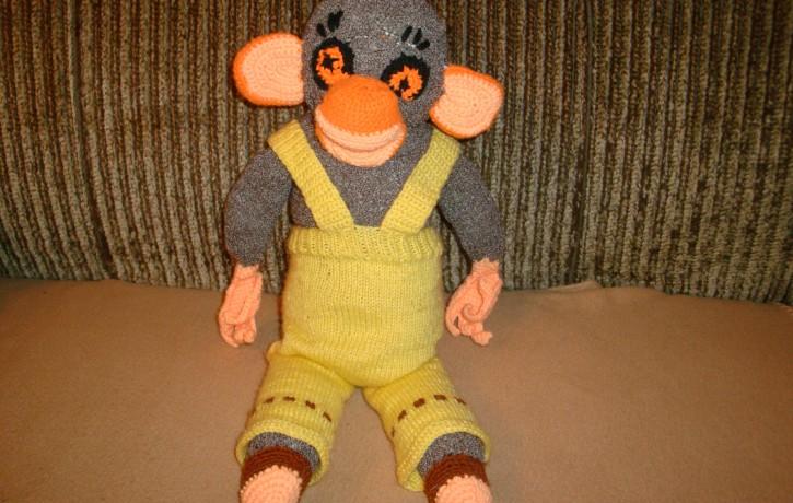 Uzadi savam mazulim mīļu  rotaļlietu pērtiķīti