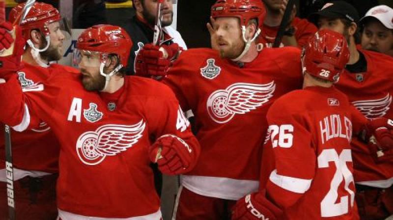 """""""Red Wings"""" hokejistu prieks Foto: AFP"""