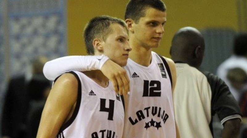 Kaspars Vecvagars un Edmunds Dukulis Foto: Romāns Kokšarovs, Sporta Avīze, f64
