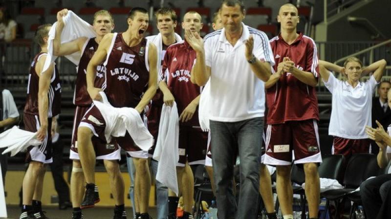 Ziedonis Jansons un Latvijas U-19 izlase Foto: Romāns Kokšarovs, Sporta Avīze, f64