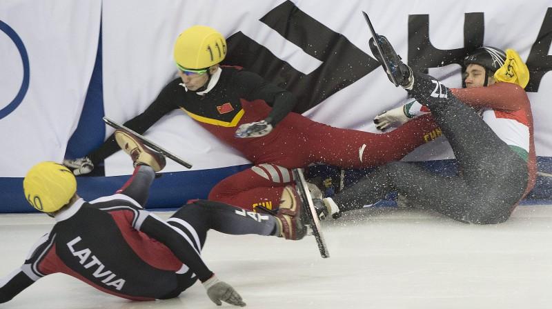 Roberto Puķītis, Dajins Vu un Viktors Nohs piedzīvo kritienu Foto: AP/Scanpix