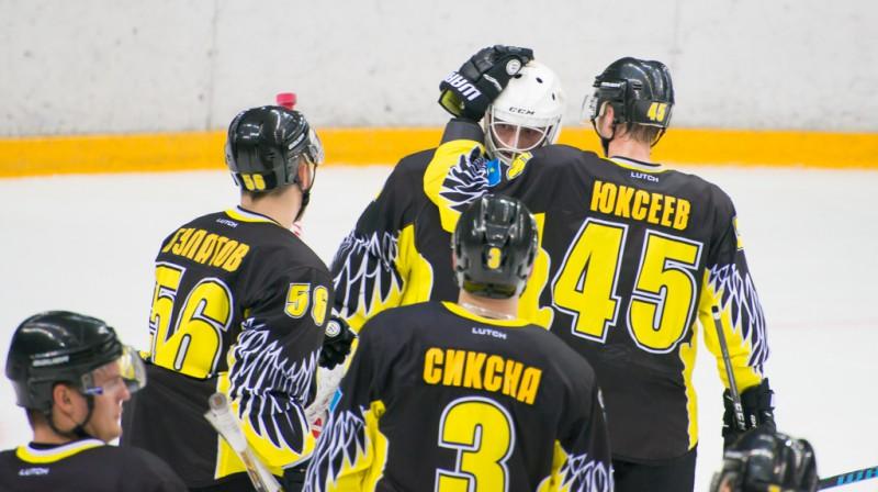 Edgars Siksna ar komandas biedriem. Foto: vhlru.ru