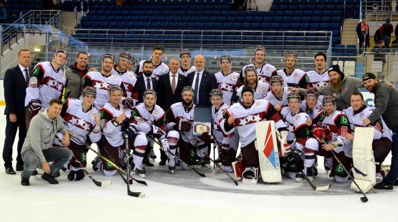 Latvijas izlase priecājas par uzvaru Minskā. Foto: LHF