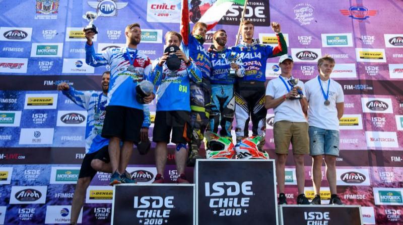 """""""Sõmerpalu MK"""" komandas sportisti uz pjedestāla (no kreisās). Foto: Sarah Kinrade"""