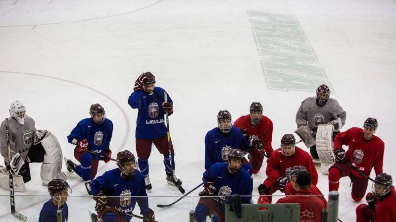 Latvijas U20 izlase. Foto: LHF