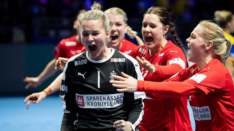 Vārtsardze Sandra Tofta jau pēc spēles laika beigām atvairīja 7 m soda metienu un saglabāja Dānijai uzvaru.