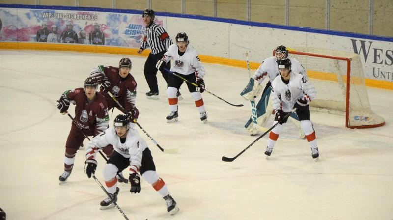 Austrijas U18 izlase krietni uzlaboja savas izredzes palikt 1A divīzijā. Foto: www.lhf.lv