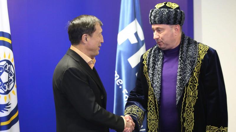 Stanimirs Stoilovs (pa labi) Kazahstānā. Foto: kff.kz