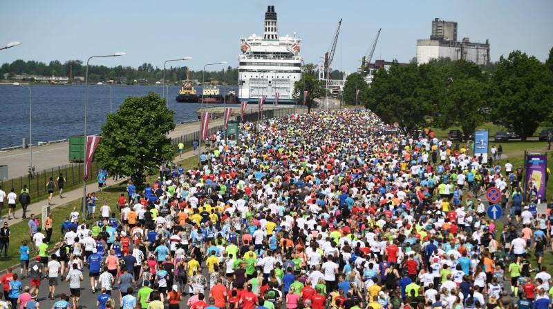 Rīgas maratons. Foto: Romāns Kokšarovs, f64