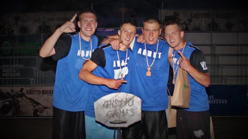 """2012. gada čempionvienība """"Armet"""" (no kreisās): Andris Justovičs, Kristaps Kanbergs, Edgars Krūmiņš, Gatis Justovičs. Foto: Renārs Buivids"""