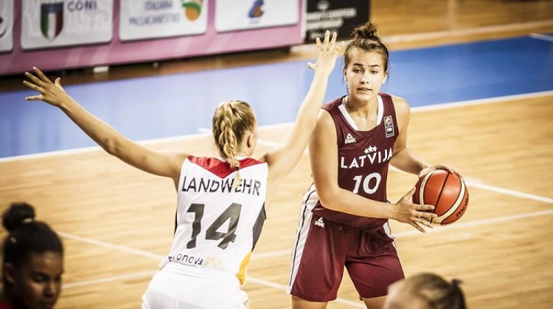 Aleksa Gulbe un U20 izlase: divas uzvaras pār Vāciju. Foto: FIBA