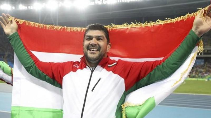 Dilšods Nazarovs triumfē Rio olimpiskajās spēlēs. Foto: Reuters/Scanpix